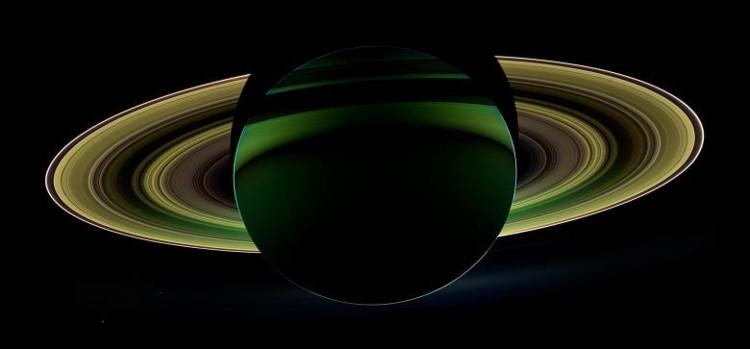 Hành tinh đẹp nhất Hệ Mặt Trời qua lăng kính tàu Cassini