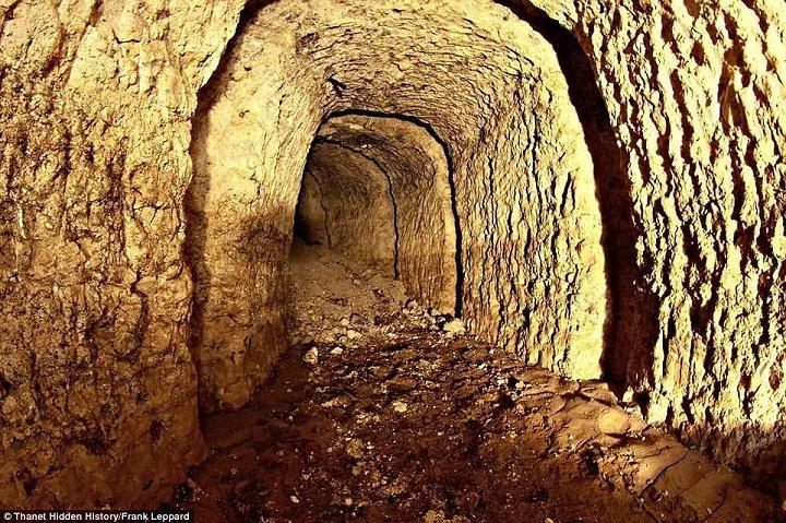 Hệ thống đường hầm bí ẩn từ Thế chiến I dưới nền siêu thị Anh