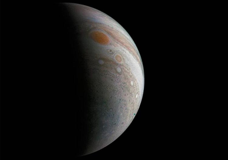 Hình ảnh cơn bão khổng lồ nghi có người ngoài hành tinh ẩn náu trên sao Mộc