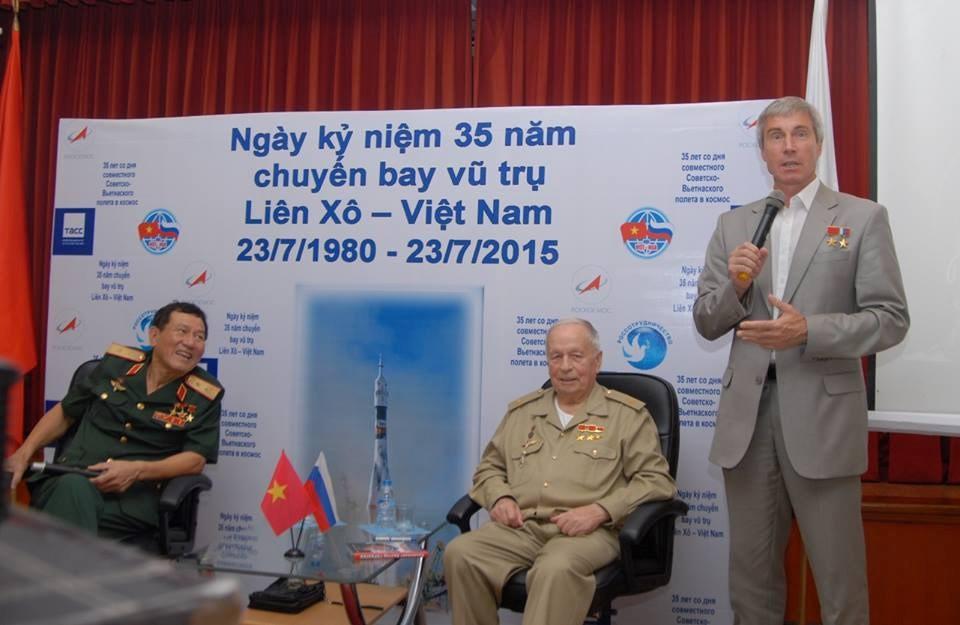 Hình ảnh đáng nhớ về phi hành gia Viktor Gorbatko cùng Phạm Tuân bay lên vũ trụ