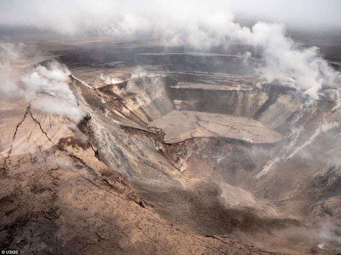 Hình ảnh đáng sợ nơi miệng núi lửa Hawaii