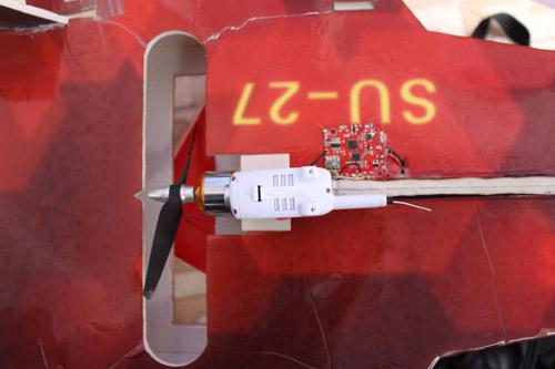 Học sinh miền núi chế tạo máy bay thăm dò đám cháy