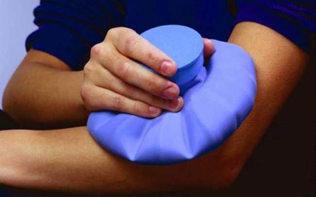 Hướng dẫn nên chườm nóng hay chườm lạnh để giảm đau hiệu quả