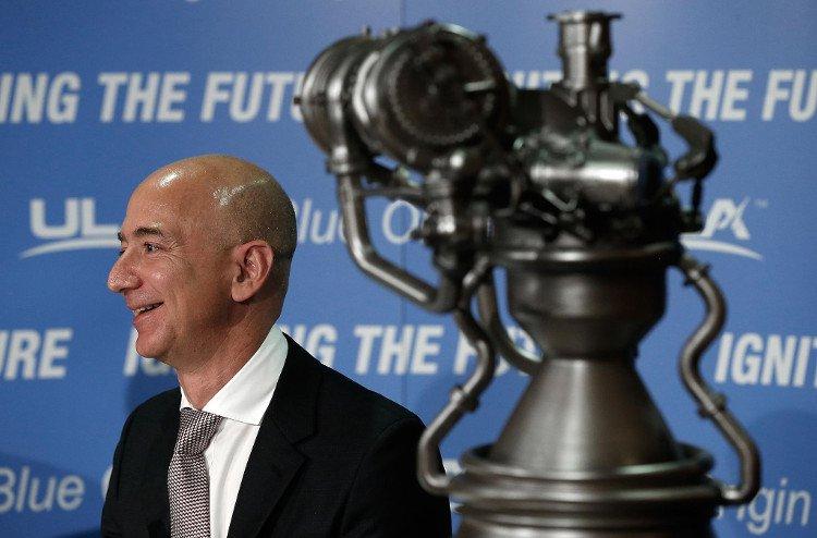 Jeff Bezos: Con người sẽ phải rời Trái đất, làm việc trên Mặt trăng