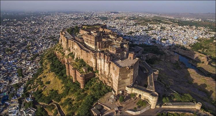 Khám phá kỳ quan pháo đài Mehrangarh khổng lồ của Ấn Độ