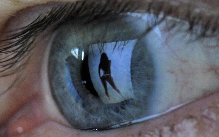 Khoa học chứng minh: Xem phim đen có thể gây tổn thương cho não bộ