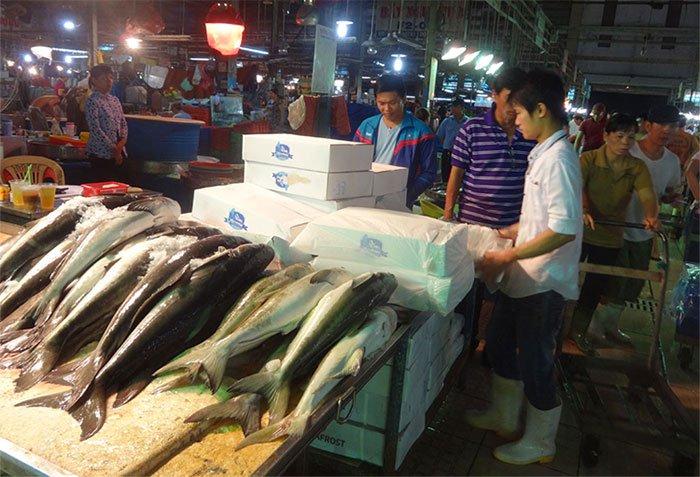 Không bảo quản đủ lạnh, cá biển bán lẻ ở chợ có thể nhiễm khuẩn gây ngộ độc