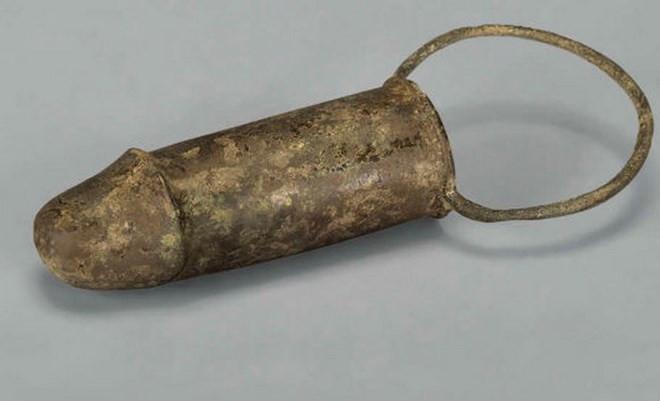 Kinh ngạc khi phát hiện dương vật giả trong lăng mộ cổ Trung Quốc