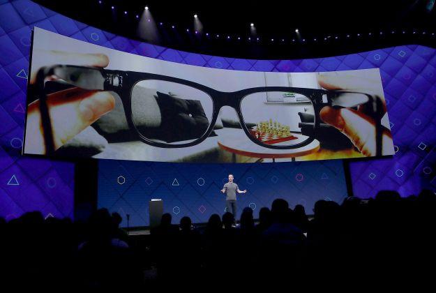 Kính thông minh của Facebook sẽ sử dụng công nghệ giống Hololens