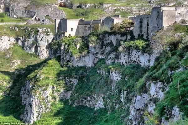 Kỳ lạ cư dân sống trong hang đá 9.000 năm tuổi, không điện nước!