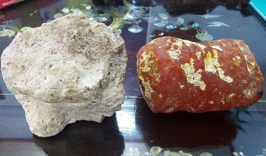 Kỳ lạ: Hai viên đá thơm như nước hoa, 5 tỉ chưa bán