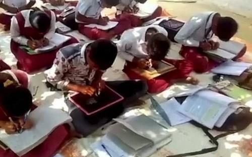 Kỳ lạ ngôi trường có tất cả học sinh đều viết được bằng hai tay