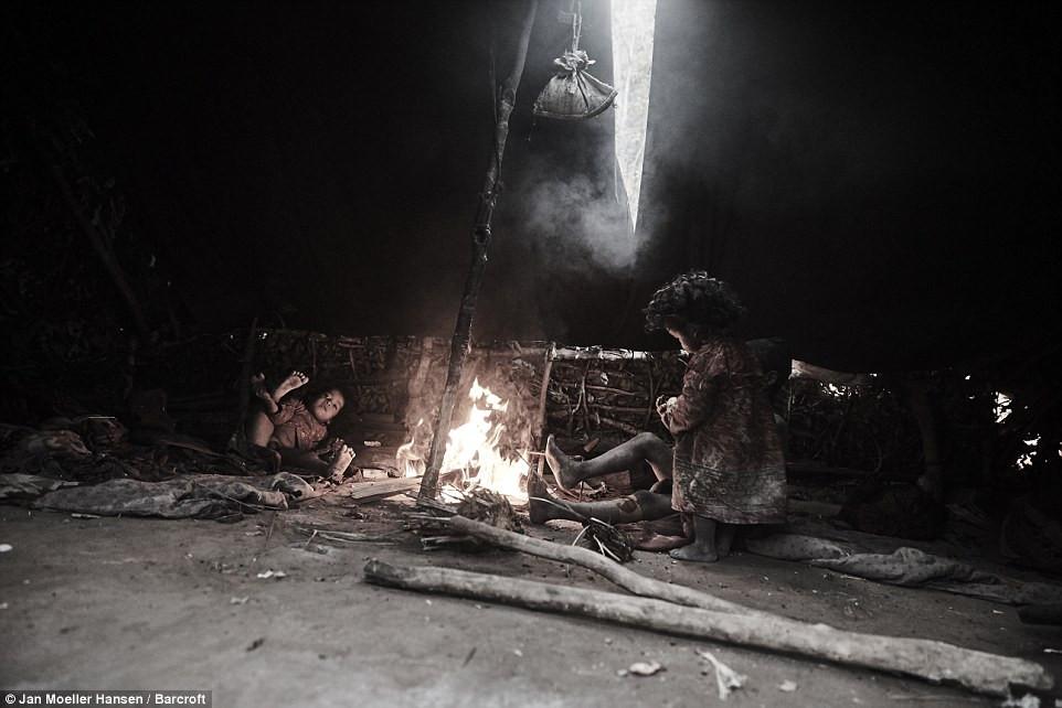 Lạ kì bộ lạc di cư mỗi khi có người qua đời