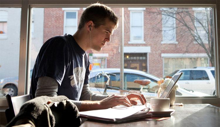 Làm việc ở quán cafe cho năng suất cao hơn văn phòng công ty