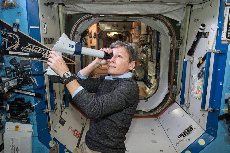 Lần đầu tiên chúng ta được xem hình ảnh livestream từ ngoài vũ trụ