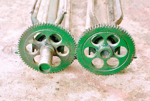 Lão nông Ninh Bình chế tạo máy vặt lạc