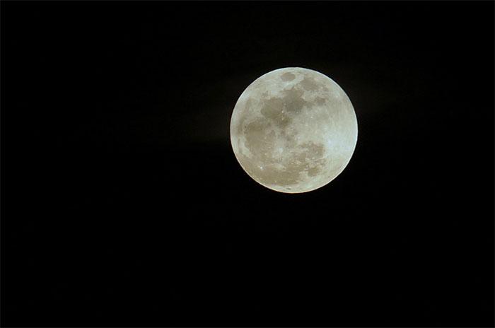Lực hấp dẫn của Mặt Trăng làm thay đổi lượng mưa trên Trái Đất