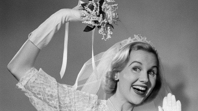 Lý do bó hoa cưới ra đời và vì sao hoa cưới thường có màu trắng
