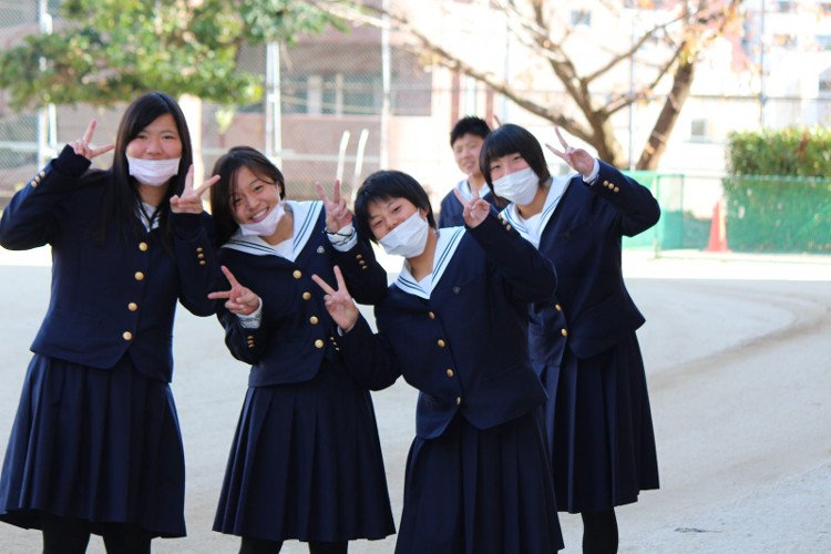 Lý do đích thực mà giới trẻ Nhật đeo khẩu trang mỗi ngày