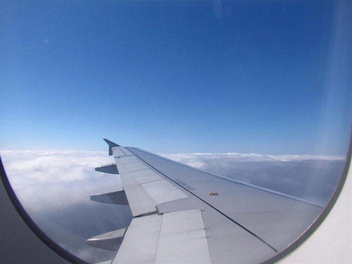 Lý do phải mở rèm cửa sổ máy bay lúc cất hạ cánh