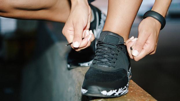 Lý giải nguyên nhân dây giày hay bị tuột