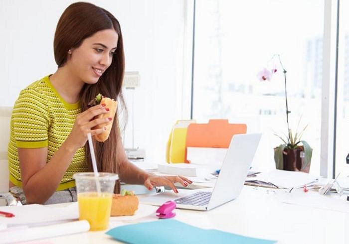 Mang cơm trưa đi làm: Sẽ là hại nếu bạn không từ bỏ những thói quen sau