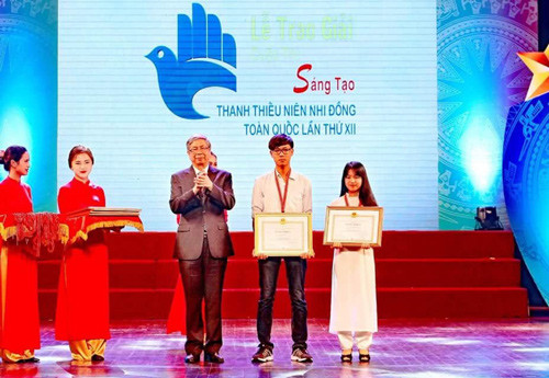Máy in chữ nổi của hai sinh viên Đà Nẵng vươn ra thế giới