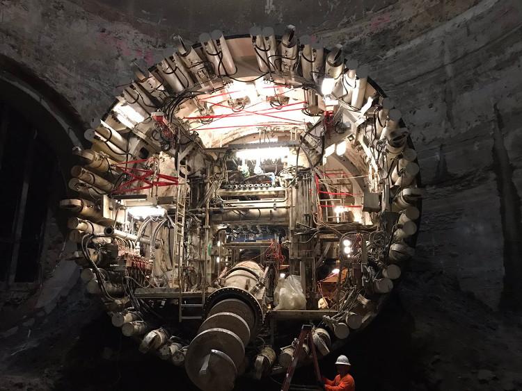 Máy khoan khổng lồ đào hầm giảm tắc đường ở Mỹ