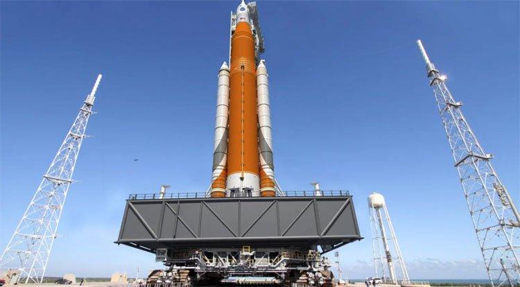 Mỹ hoãn chuyến bay thử của tàu vũ trụ chở người lên Sao Hỏa