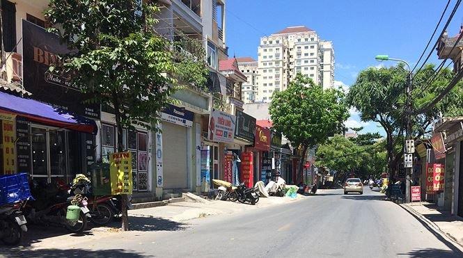 Nắng nóng đỉnh điểm, Hà Nội vắng tanh như... chùa Bà Đanh