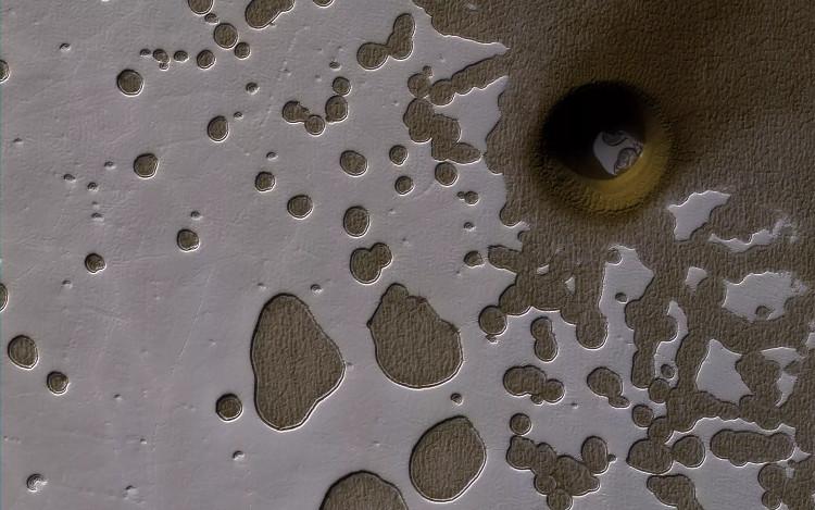 NASA phát hiện hố sâu trên sao Hỏa