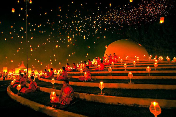 Ngỡ ngàng ngắm lễ hội đèn trời đẹp hơn cổ tích ở Thái Lan