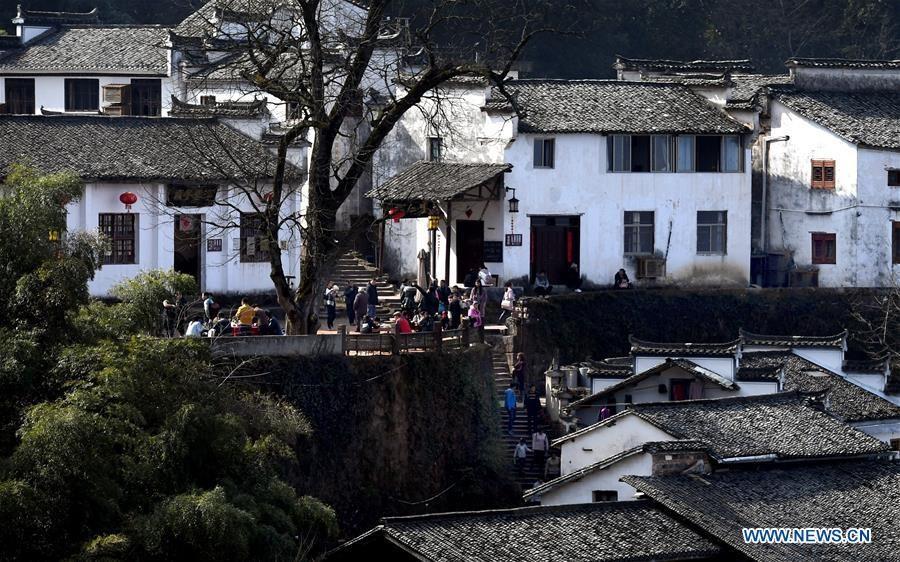 Ngôi làng bên vách núi đẹp như tiên cảnh