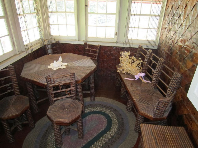Ngôi nhà làm từ giấy báo không mục nát sau trăm năm