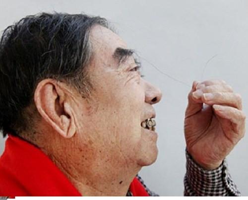 Người có lông mày dài nhất thế giới