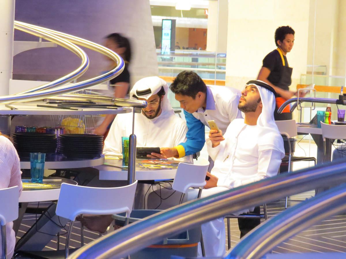 Nhà hàng tàu lượn siêu tốc lớn nhất thế giới tại Ả Rập