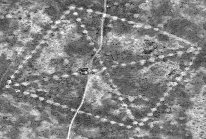 Nhà kinh tế học khám phá ra hình vuông bí ẩn tại Kazakhstan bằng Google Earth