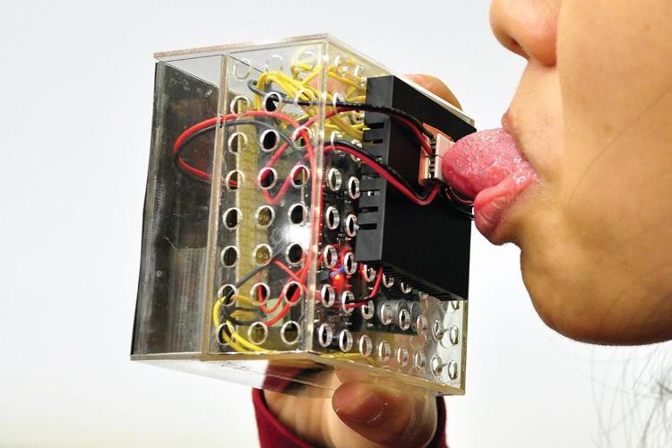 Nhật phát minh máy giúp bạn ăn thực phẩm ảo nhưng cảm nhận được vị thật