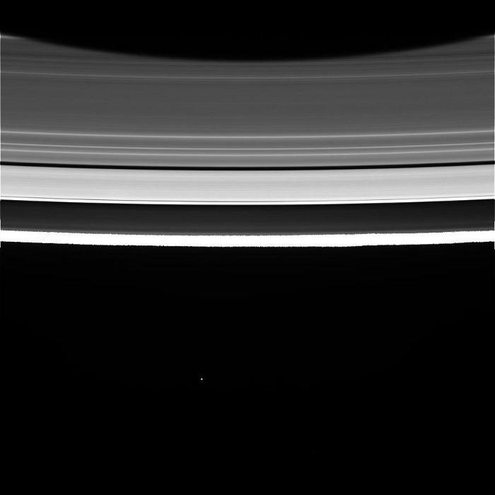 Những hình ảnh chưa từng thấy về vành đai của Sao Thổ