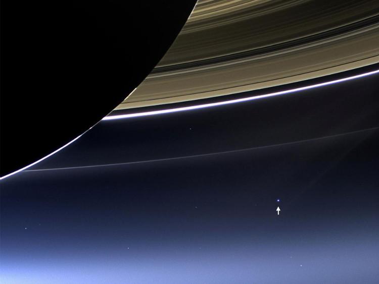 Những hình ảnh được chụp từ tàu vũ trụ 3 tỷ USD sắp nổ tung