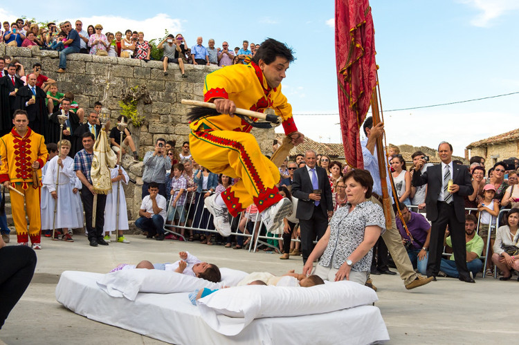 Những lễ hội kỳ quặc nhưng hút khách khắp hành tinh
