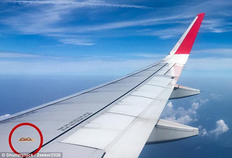 Những món đồ có thể cứu mạng khách đi máy bay
