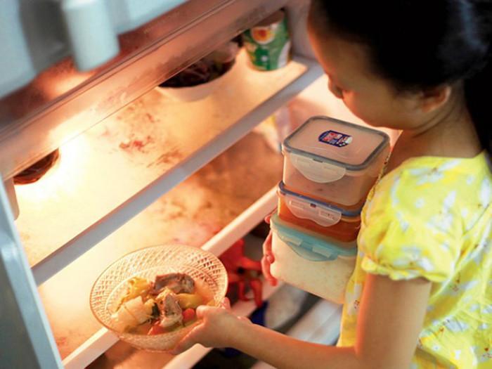 Những nguy cơ có thể xảy ra khi ăn thức ăn thừa?