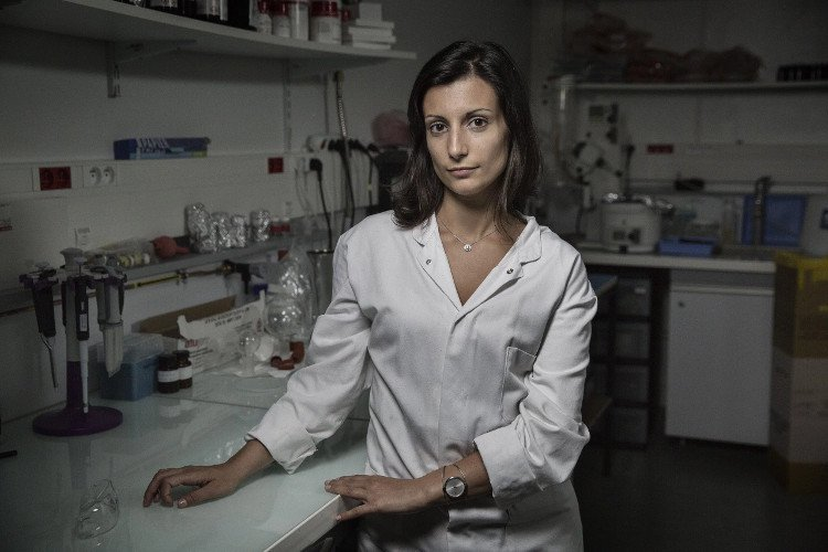 Nữ bác sĩ 10 năm tìm kiếm chất liệu khâu vết mổ tim