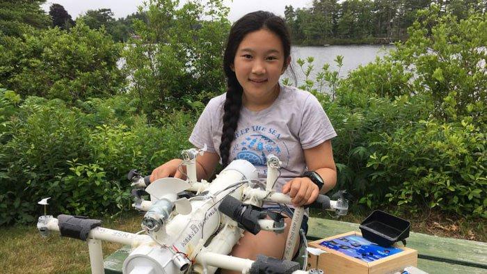 Nữ sinh lớp 6 phát minh robot săn rác nhựa trên biển