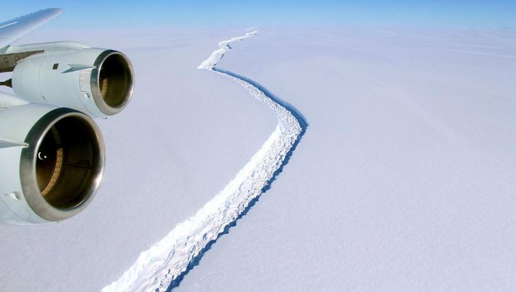 Núi băng lớn nhất thế giới có nguy cơ tách khỏi Nam Cực