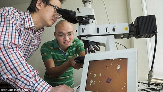 Ống kính máy ảnh mỏng hơn 2.000 lần so với tóc người