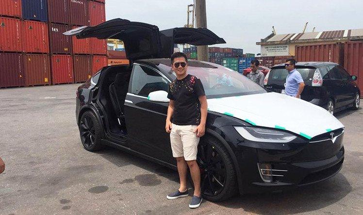 Ôtô điện Tesla Model X đầu tiên về Việt Nam