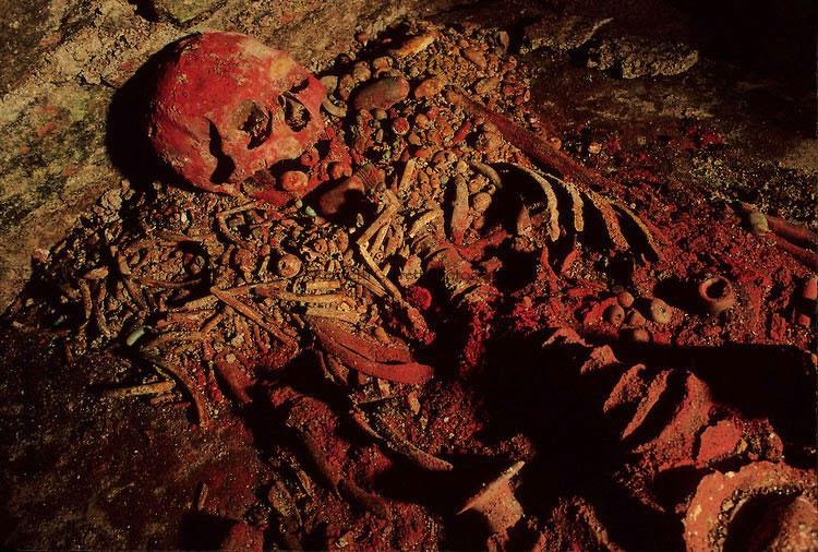 Phát hiện bộ xương Nữ hoàng Đỏ của người Maya