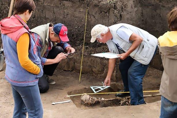 Phát hiện bộ xương phù thủy bị chôn vùi từ 1600 năm trước
